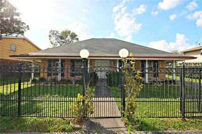 Single Family Home Pending Continue to Show: 3539 Lang Street