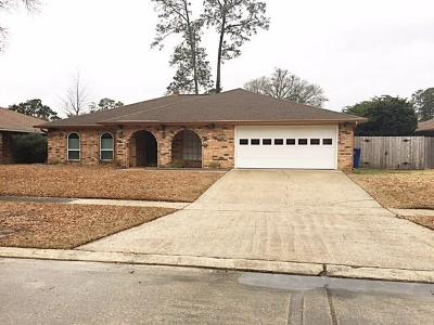 Slidell Single Family Home Pending Continue to Show: 809 Freedom Lane