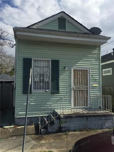 Single Family Home Pending Continue to Show: 822 N Lopez Street