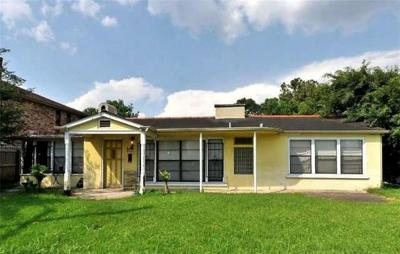 Single Family Home For Sale: 9101 S Claiborne Street