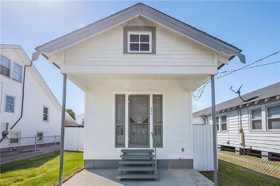 Single Family Home For Sale: 826 Avenue A Avenue