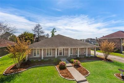 Harvey Single Family Home For Sale: 1812 Lake Salvador Drive