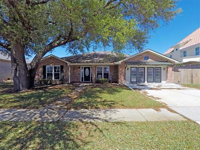 Kenner Single Family Home For Sale: 100 Woodlake Boulevard