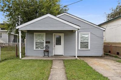 Single Family Home Pending Continue to Show: 3223 Leonidas Street