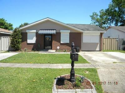 Kenner Single Family Home For Sale: 700 Cameron Court