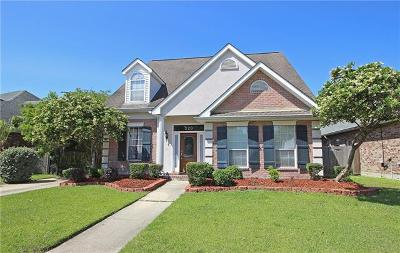 Kenner Single Family Home For Sale: 220 Cypress Bayou Lane
