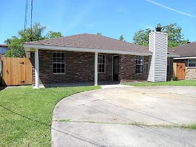 Destrehan, St. Rose Single Family Home Pending Continue to Show: 112 Riverview Drive
