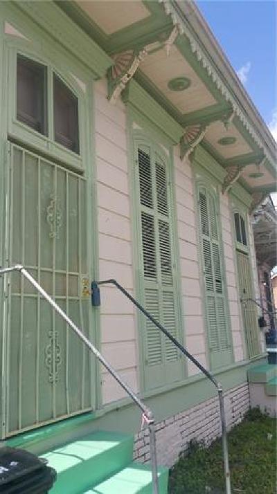 Multi Family Home Pending Continue to Show: 2022 Josephine Street