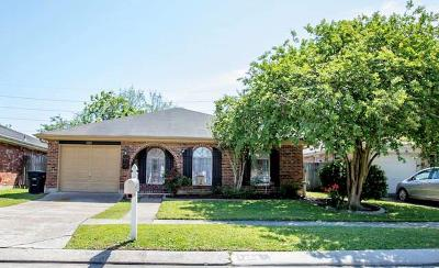 Kenner Single Family Home For Sale: 3252 Castle Drive
