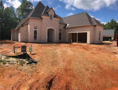 Madisonville Single Family Home Pending Continue to Show: 1001 Wild Magnolia Court