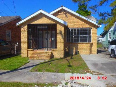 Single Family Home Pending Continue to Show: 8833 Green Street