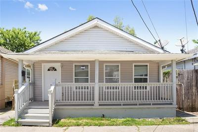Single Family Home Pending Continue to Show: 2417 S Derbigny Street
