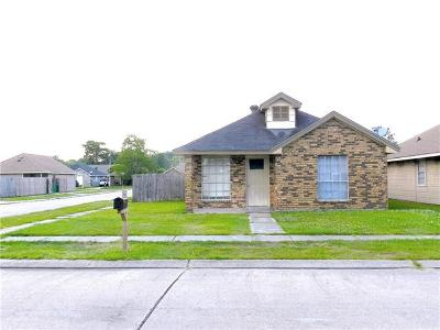 Single Family Home For Sale: 5936 N Oak Drive