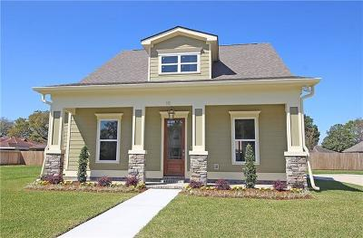 Jefferson Single Family Home For Sale: 10 Magnolia Place