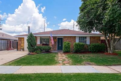 Gretna Single Family Home For Sale: 305 Willowbrook Drive