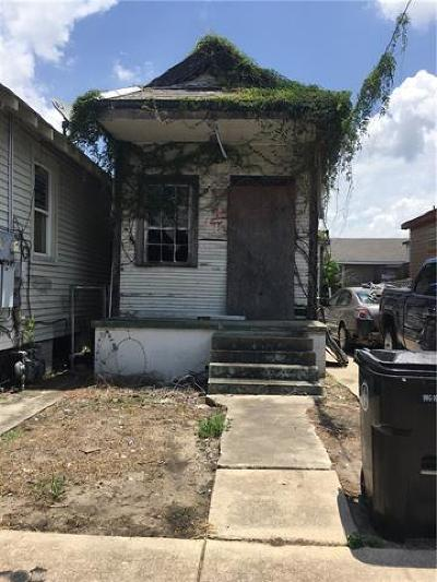 New Orleans Single Family Home For Sale: 2411 Touro Street