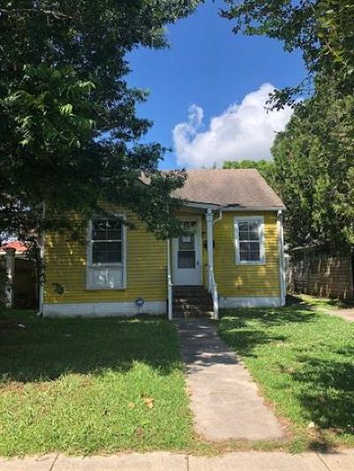 Single Family Home Pending Continue to Show: 4070 Clematis Avenue