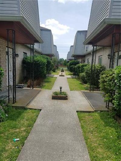 Jefferson Parish, Orleans Parish Condo Pending Continue to Show: 1645 Newport Place #O