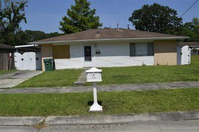 Single Family Home Pending Continue to Show: 636 Wiegand Drive
