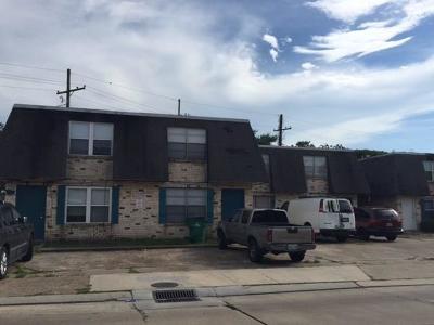Jefferson Parish Multi Family Home Pending Continue to Show: 6524 Park Manor Drive