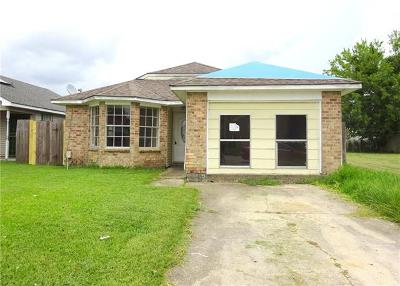 Single Family Home Pending Continue to Show: 2005 Gladstone Drive