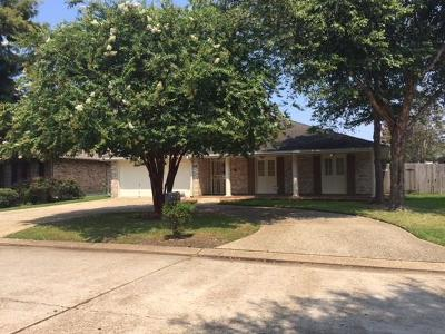 Kenner Single Family Home For Sale: 44 Chateau Trianon Drive