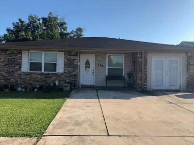 Kenner Single Family Home For Sale: 724 Saxony Lane