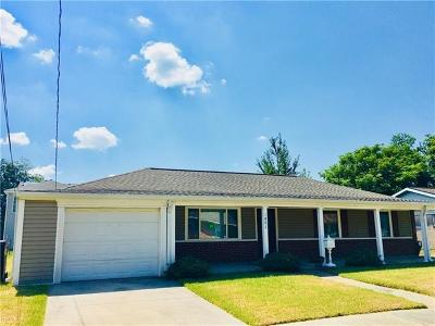 Single Family Home For Sale: 1801 River Oaks Drive