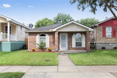 Single Family Home Pending Continue to Show: 4416 Duplessis Street