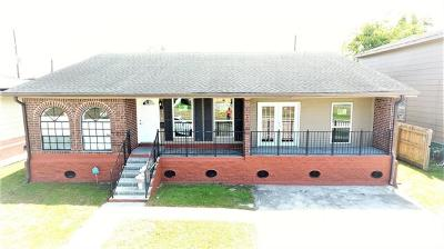 Single Family Home For Sale: 505 Oakwood Drive