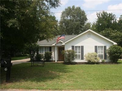 Single Family Home Pending Continue to Show: 1643 Calhoun Street