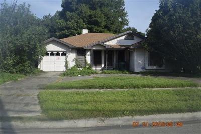 Jefferson Parish Single Family Home Pending Continue to Show: 364 Jeffer Drive