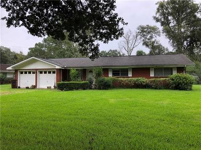 Luling Single Family Home Pending Continue to Show: 141 N Oak Court
