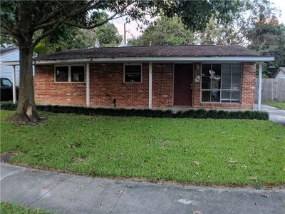 Single Family Home For Sale: 300 Jamie Boulevard