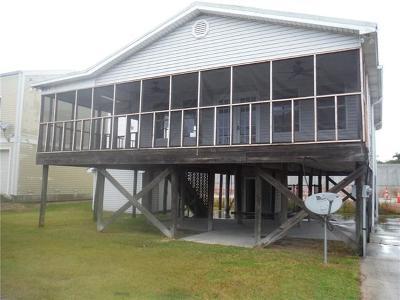 Single Family Home For Sale: 121 Pecan Lane