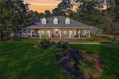 Covington Single Family Home For Sale: 1 Greenbriar Drive