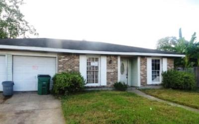 Single Family Home Pending Continue to Show: 818 Kathy Street