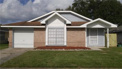Single Family Home For Sale: 33 Sharen Place