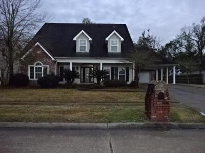 Destrehan Single Family Home For Sale: 103 Valcour Lane
