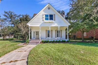 Mandeville Single Family Home For Sale: 903 Beau Chene Drive