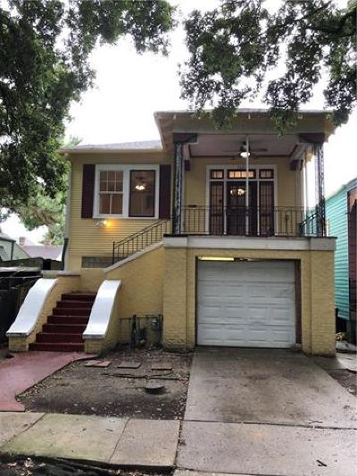 Single Family Home Pending Continue to Show: 3320 Banks Street