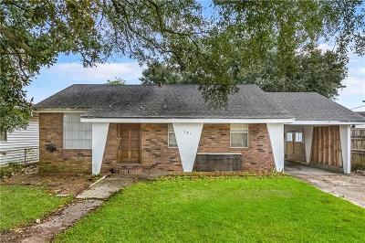 Single Family Home Pending Continue to Show: 581 Oak Street