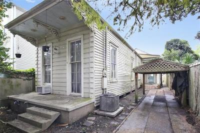 Single Family Home Pending Continue to Show: 8623 Zimpel Street