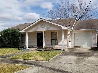 Gretna Single Family Home For Sale: 42 Azalea Drive
