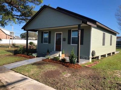 Single Family Home For Sale: 305 Laroussini Street