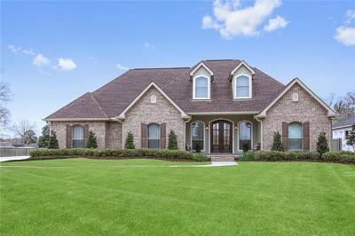 Marrero Single Family Home For Sale: 4241 Bayou Oaks Circle