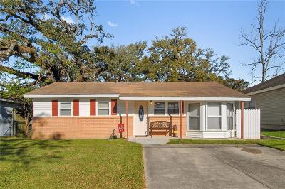 Single Family Home For Sale: 208 Azalea Drive