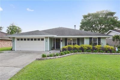 Destrehan Single Family Home For Sale: 15 Edgewood Drive