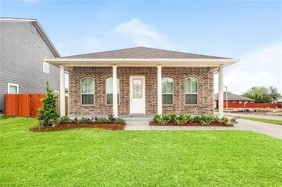 Gretna Single Family Home For Sale: 2316 N Village Court