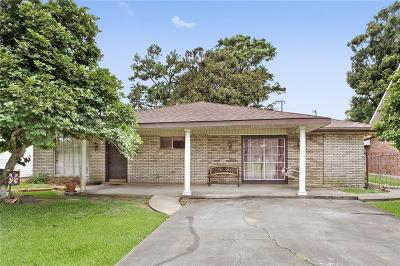 Gretna Single Family Home For Sale: 88 Marie Drive